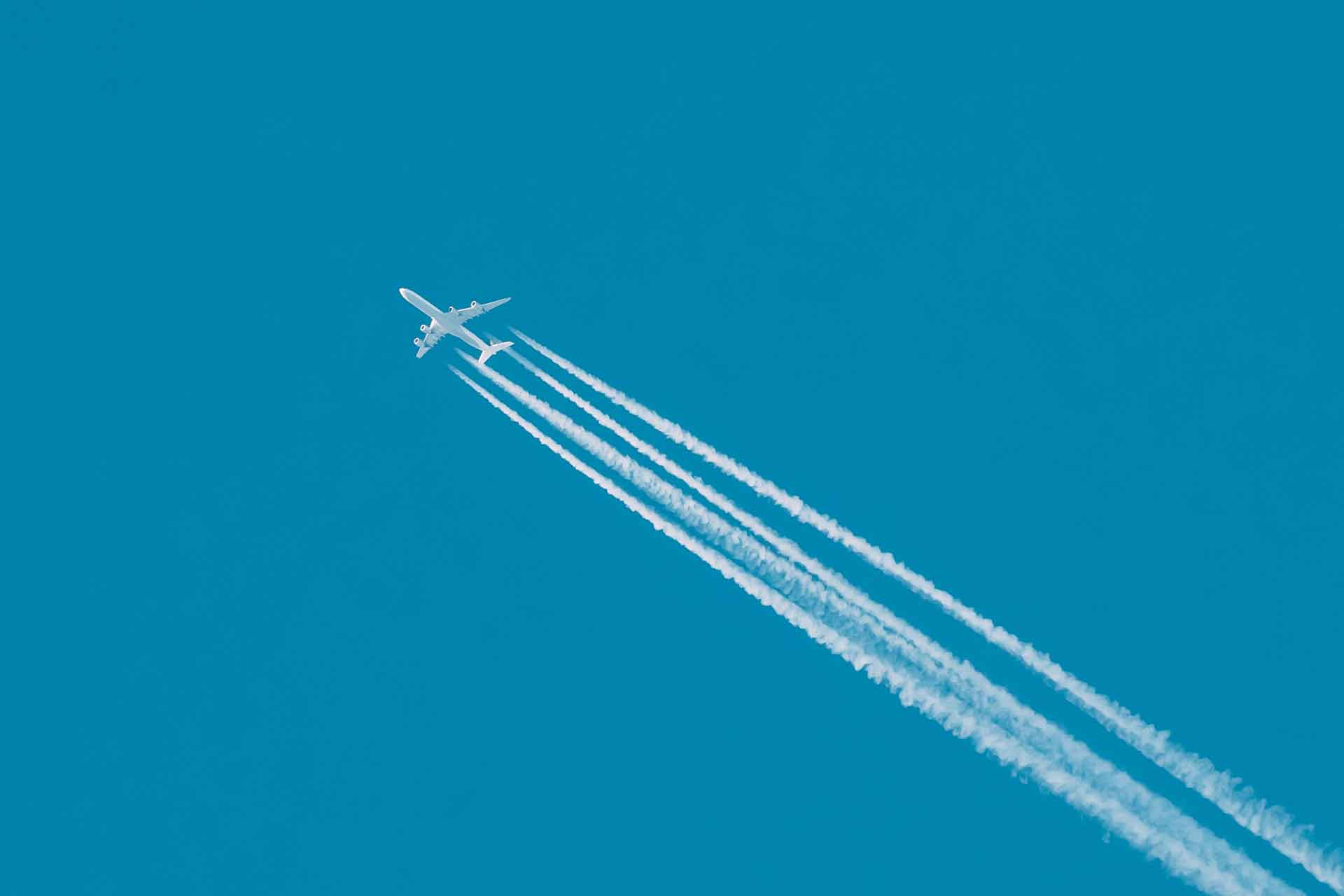 airplane-in-the-sky-with-plane